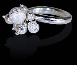 Champagne ring by Deberitz.